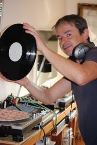 Karl mit einem Vinyl