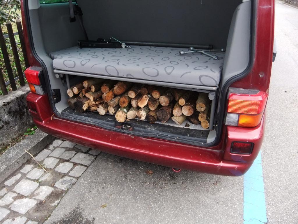 Holz im Auto geladen, Wald Zuerich-Altstetten
